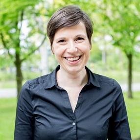 Dr. Inge Henselmans